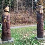 Drewniane figóry w parku zdrojowym w Rymanowie Zdrój