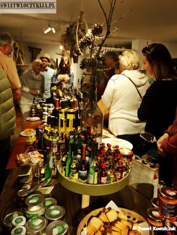 Ekspozycjawyrobów regionalnych w Parque del Drago. Likiery, sery, sosy, wina. - Wyspy Kanaryjskie