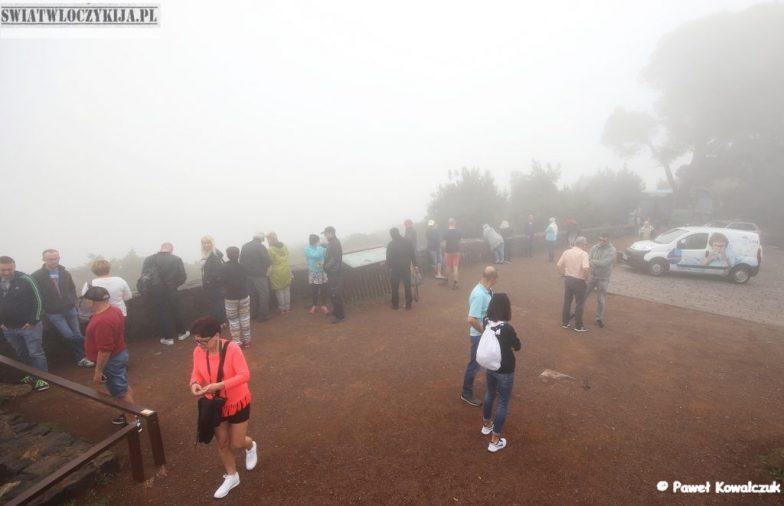 Wyspy Kanaryjskie - punkt widokowy we mgle z chmur
