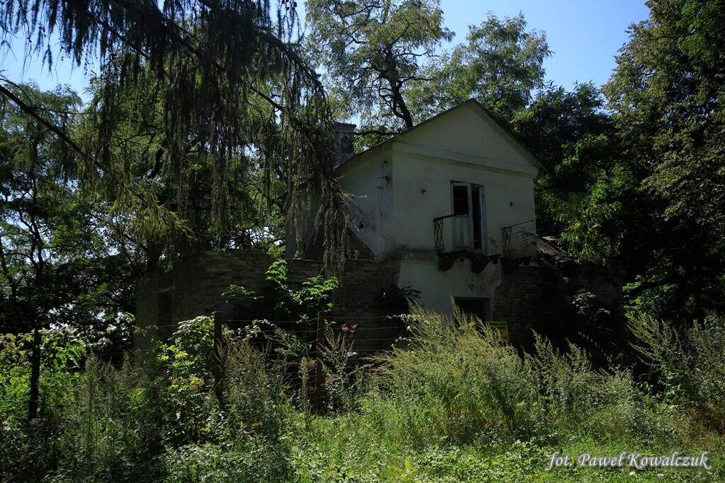 Ruiny pałacu w Miejscowości Neple